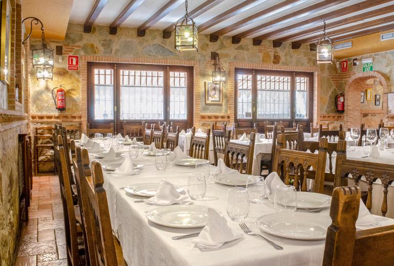 Restaurante asador Casa Fermín en Santa María del Tiétar, Ávila
